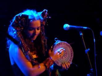 Simone Alves / Astrakan Project / Lessines concert world music / Tambourine Blue Girl
